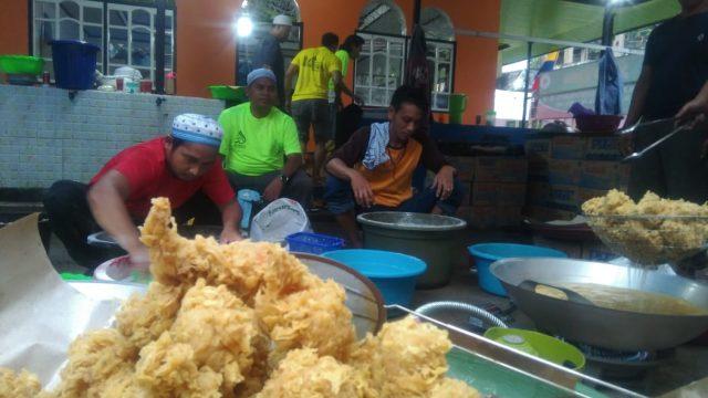 Kabar Dapur Haul : Dapur Alumni Al-Falah Bagikan 3000 Porsi Ayam Tepung