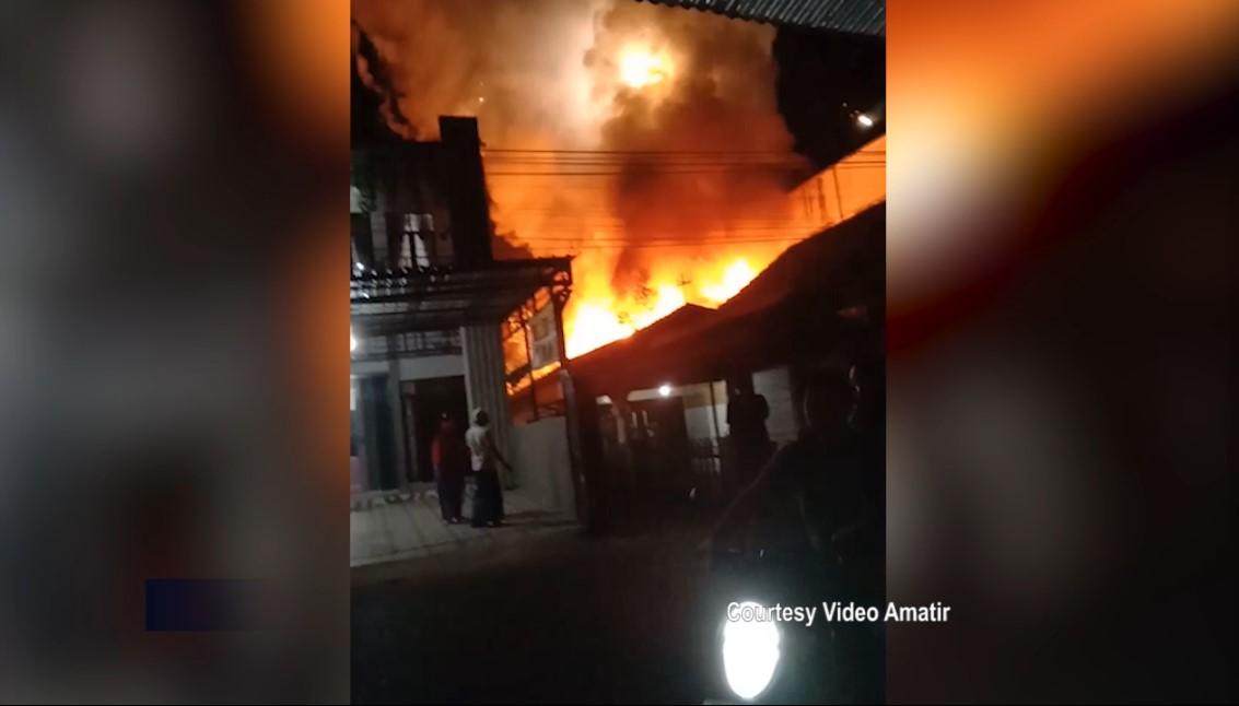 Rumah Pedagang Kembang Api Hangus Terbakar