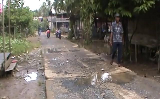3 Kilometer Jalan Desa Asam-Asam Rusak Akibat Tergerus Banjir