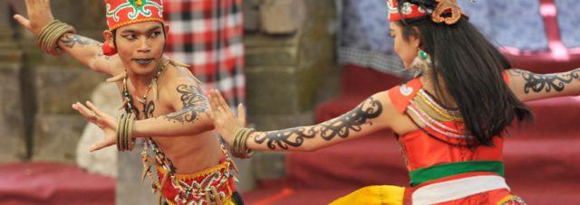 Tari Gelang Bawo dan Gelang Dendadas Dalam Tapin Art Festival