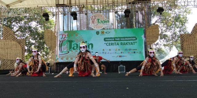 Pelajar se-Kalimantan Ikuti Parade Tari Kalimantan Dalam Event Tapin Art Festival