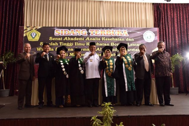 Paman Birin Hadiri Wisuda STIKES Borneo Lestari
