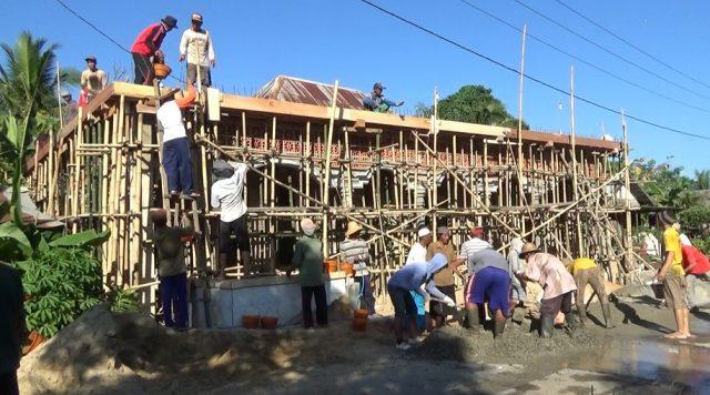 Warga Tangkawang Baru Bahu Membahu Renovasi Mushola