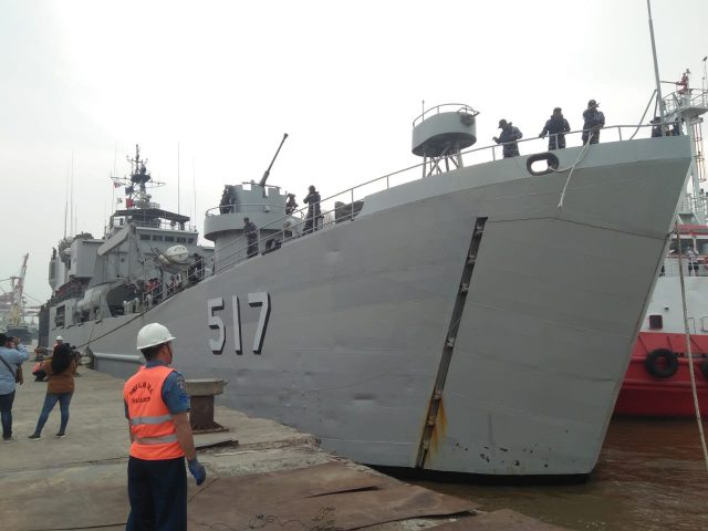 KRI Teluk Ende - 517 Bersama Ratusan Taruna dan Taruni siap di Kunjungi Warga Banjarmasin