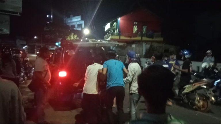 Terlibat Kecelakaan Beruntun, 2 Orang di Bawa ke Rumah Sakit