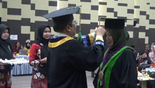 Dikukuhkan, Aslamiah Satu-Satunya Guru Besar Wanita di FKIP ULM