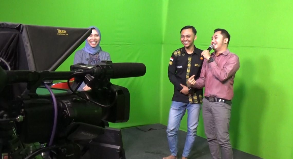 Safik, bersama presenter Duta TV