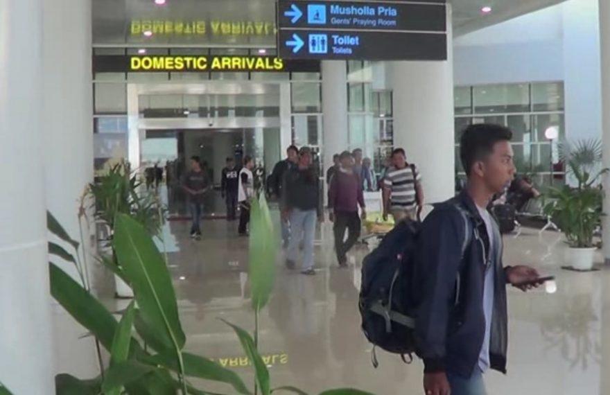 gerbang kedatangan bandara internasional Syamsudin Noor