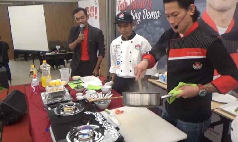 Chef Juna Demo memasak di Treepark Hotel Banjarmasin