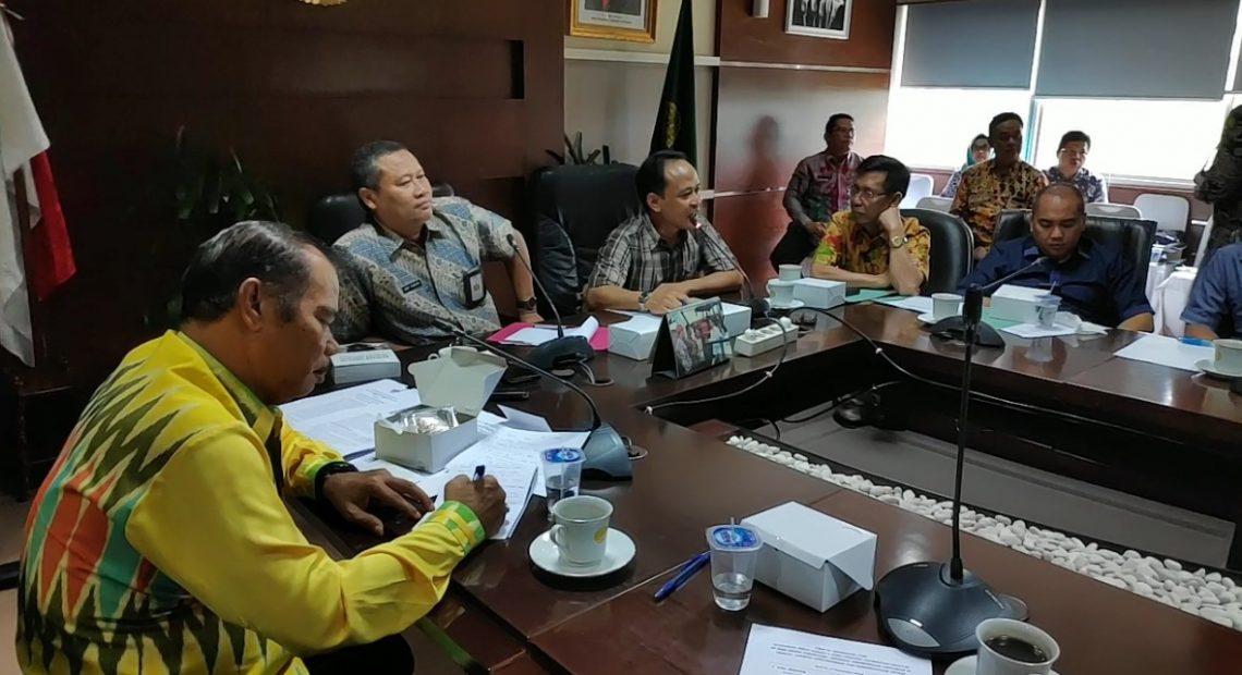 rapat DPRD perlindungan petani