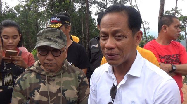 Sekdaprov Kalsel Haris Makkie didampingi kepala Dinas Kehutanan Hanif Faisol Nurafiq