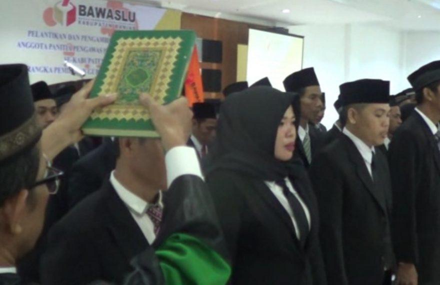 pelantikan dan mengambil sumpah 60 anggota Panwascam di kabupaten Banjar