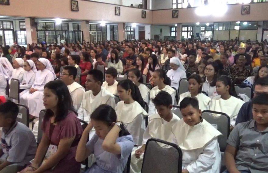ribuan jemaat katolik di Gereja Katedral