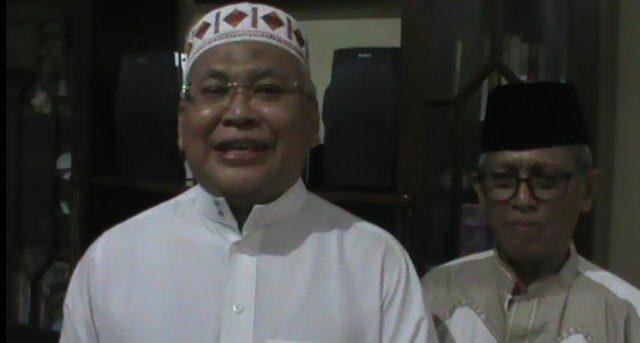Puadi (kiri) Ketua Pengurus Mesjid Al Islah