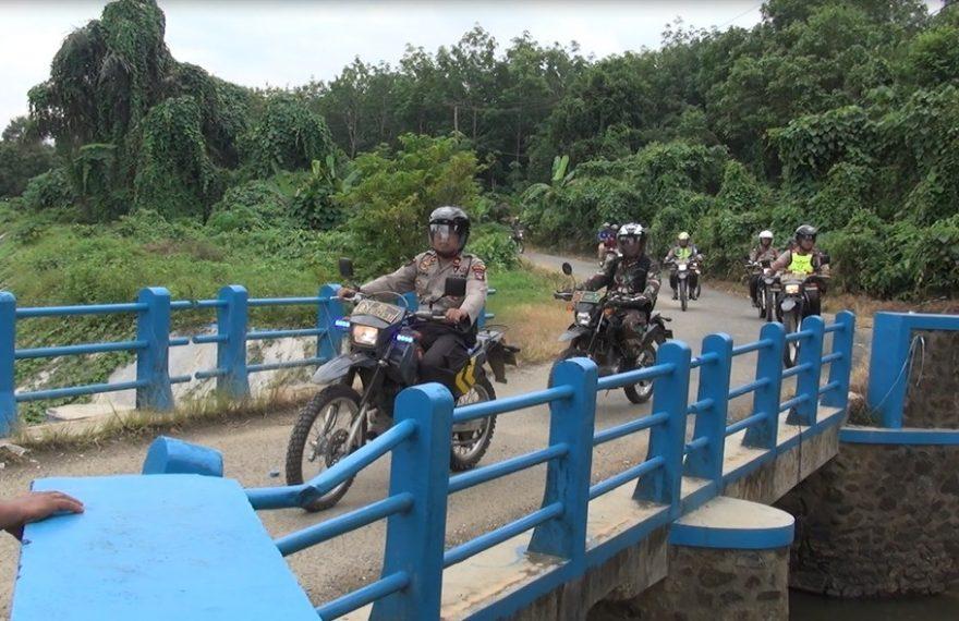 TNI Polri Pantau Pintu Air Sungai Tapin Menggunakan Trail