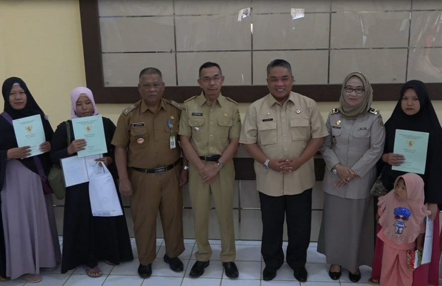 Walikota Banjarbaru Serahkan Sertifikat Tanah Sistematis
