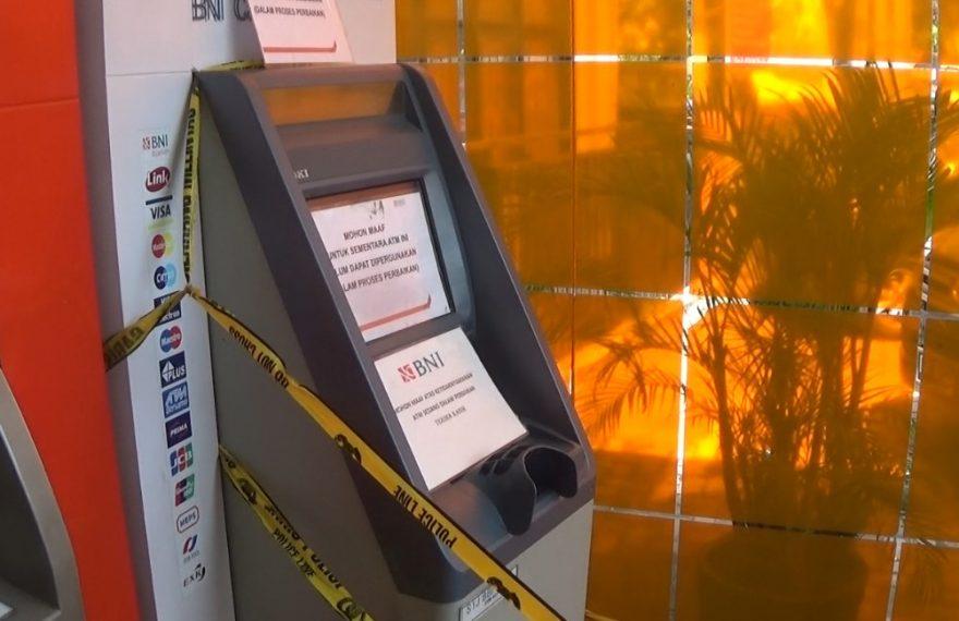 ATM setor tunai yang rusak akibat pembobolan