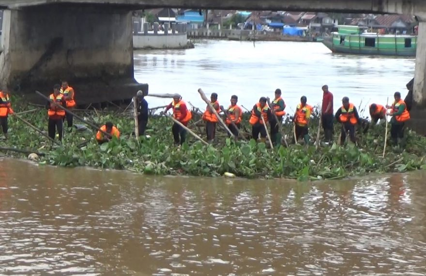pasukan turbo turun ke sungai