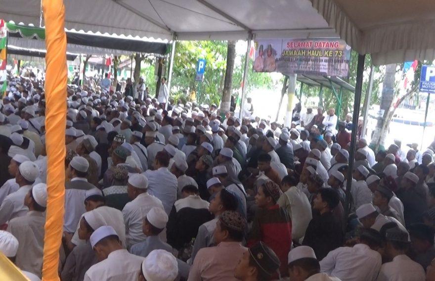 Ribuan jemaah puncak haul Habib Hamid bin Abbas Bahasyim atau Habib Basirih