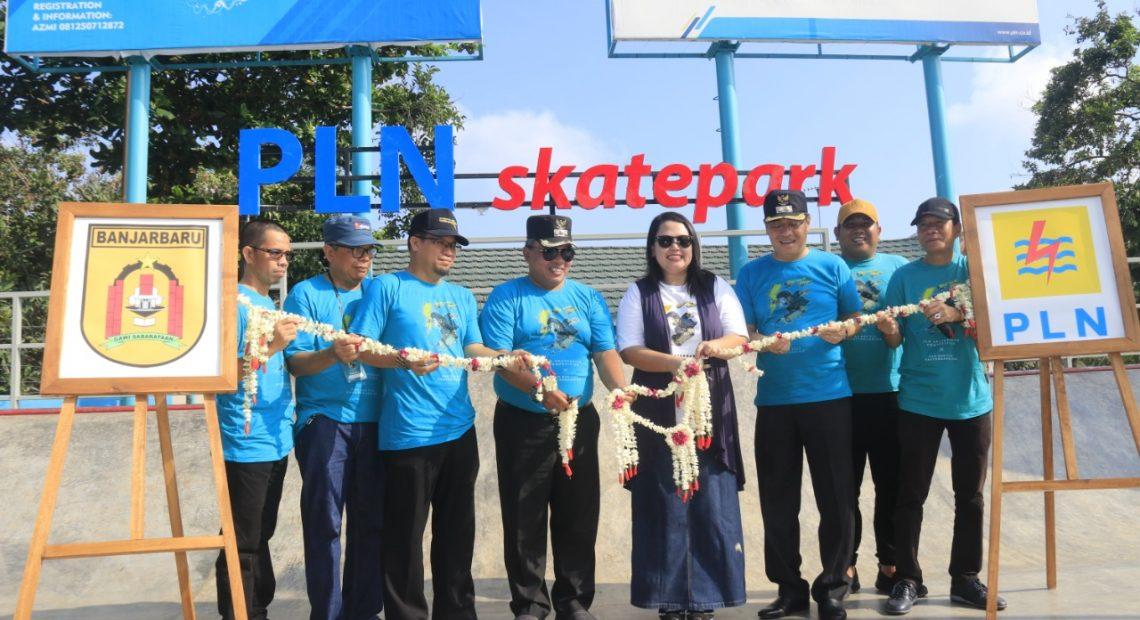 Walikota Banjarbaru H Nadjmi Adhani meresmikan PLN Skate Park