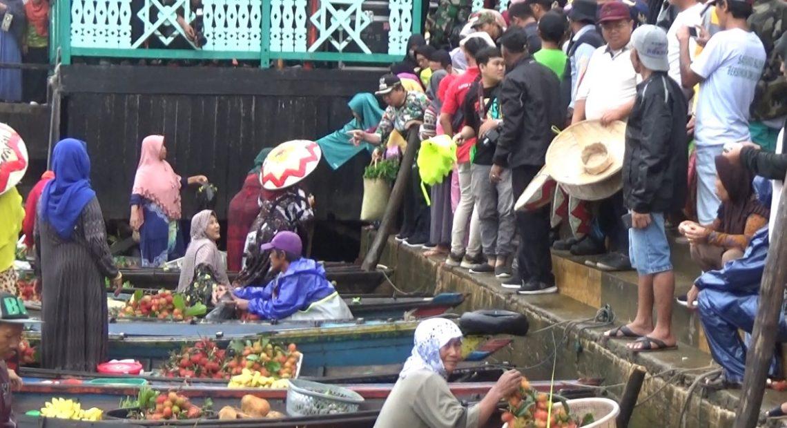 suasana Pasar Terapung Kuin Alalak