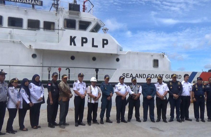 Tim meninjau posko terpadu angkutan laut natal dan tahun baru yang berada di pelabuhan