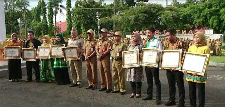 Bupati Sukamta Serahkan Penghargaan Kepada ATR/BPN Tanah Laut