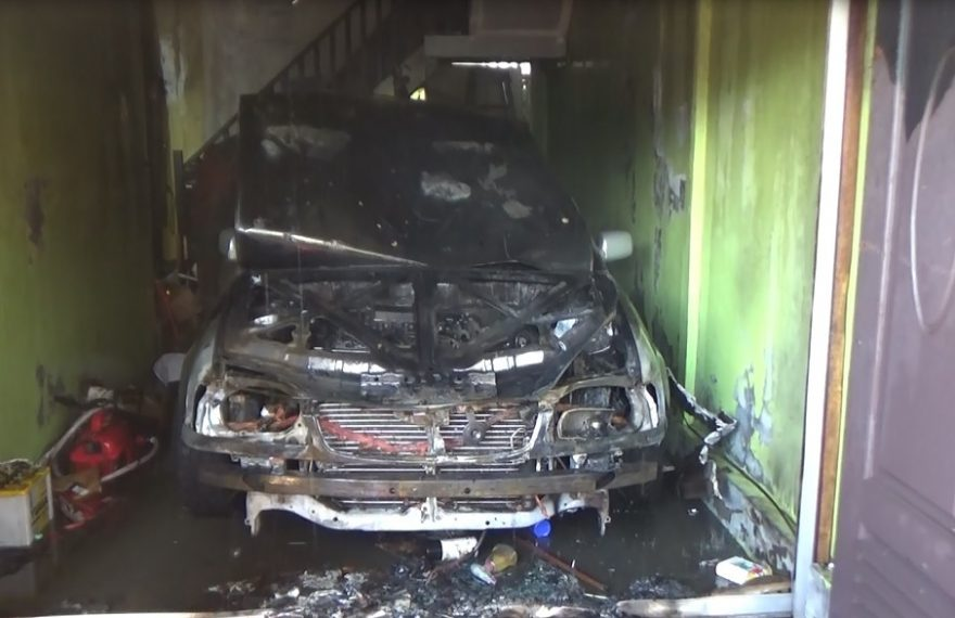 Dua Unit Mobil di Kelapa Gading Hangus Terbakar