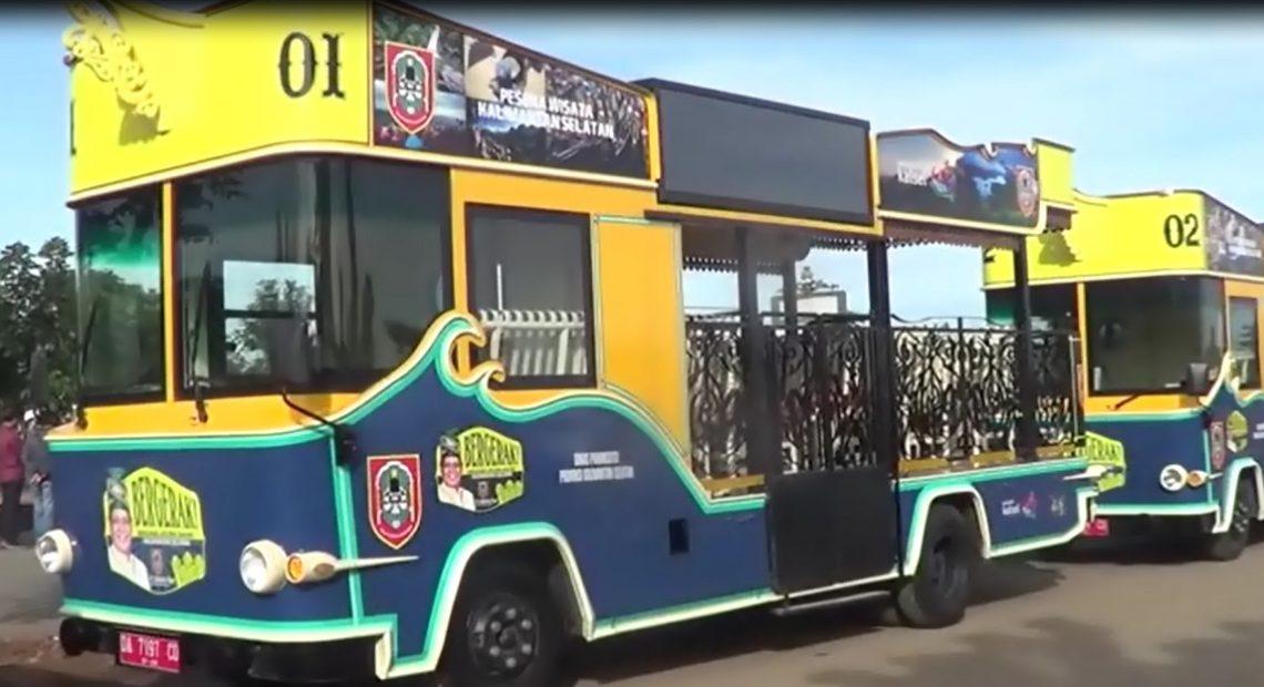 Dua unit Bus Pariwisata milik Dinas Pariwisata dan Kebudayaan Kalsel