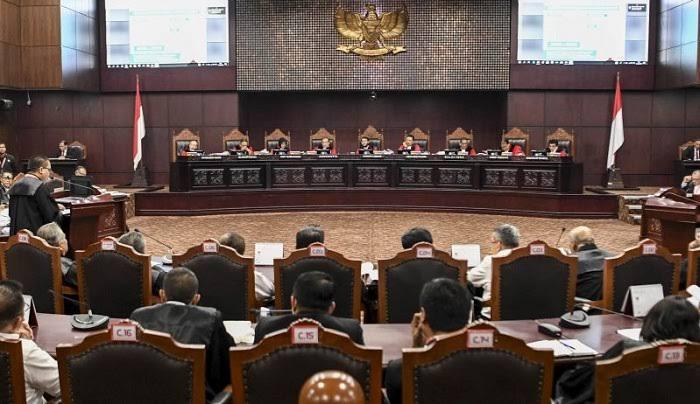 Mahkamah Konstitusi mengabulkan uji materi undang undang nomor 10 tahun 2016 tentang Pilkada