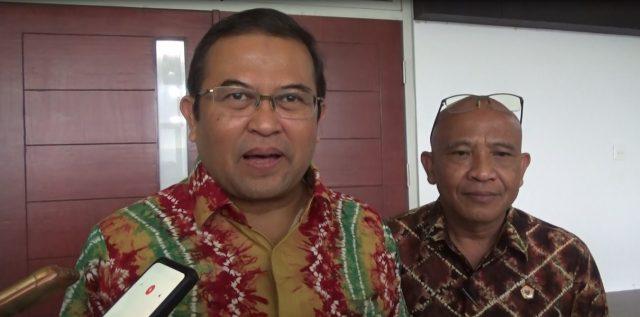 Prof Dr H Sutarto Hadi(kiri) Rektor ULM
