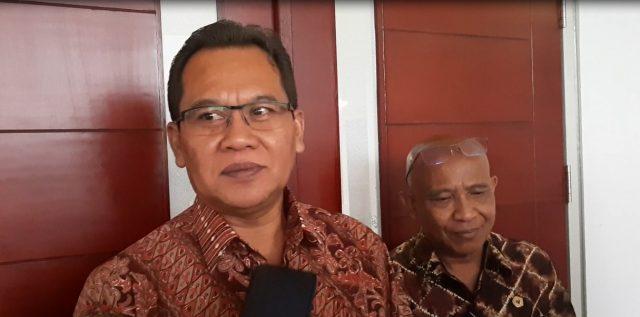 Prof Dr Wayan Lasmawan (kiri) Ketua Forum Wakil Rektor II