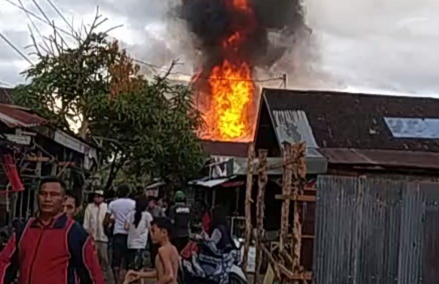 kebakaran di pekauman menghanguskan 8 buah bangunan