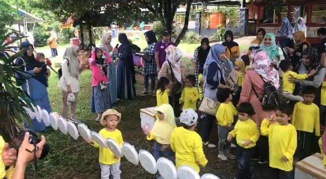 PAUD Terpadu Sang Pemimpin Gelar Outbound di Kebun Durian