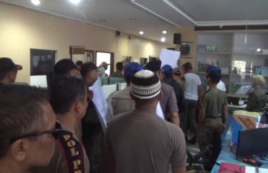 Satpol PP demo di kantor BKD Banjarmasin