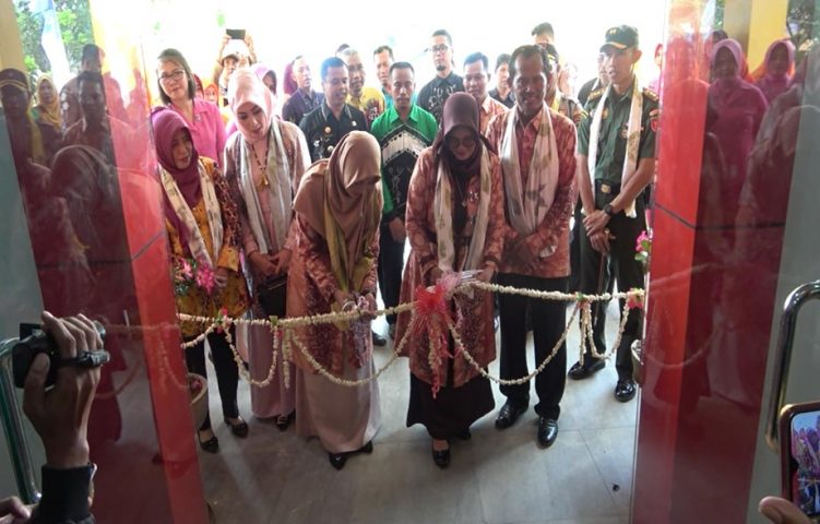 Sukamta resmikan gedung pusat promosi sentra IKM Sasirangan