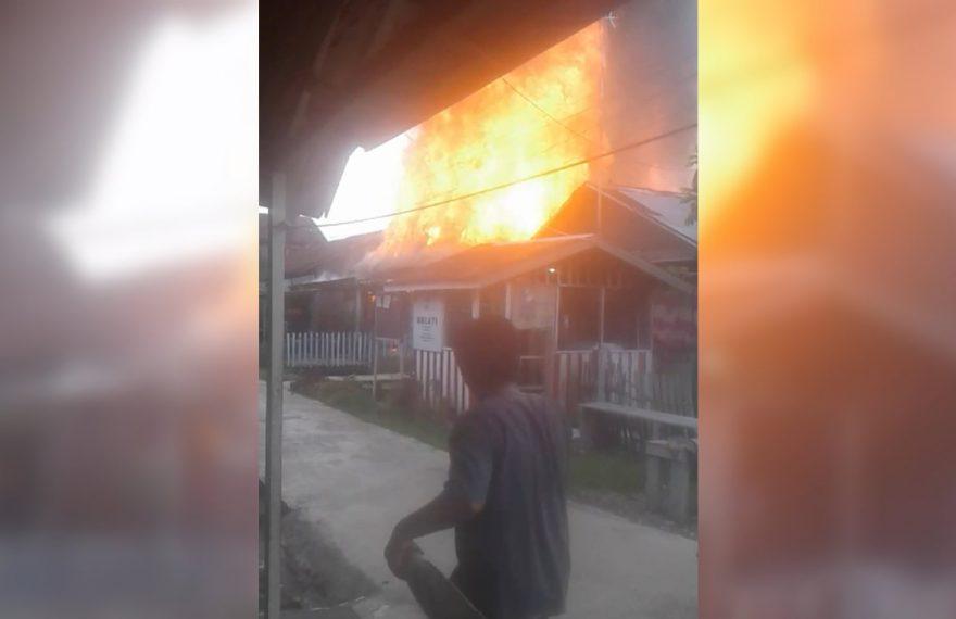 Kebakaran di Kawasan Teluk Tiram Terbakar