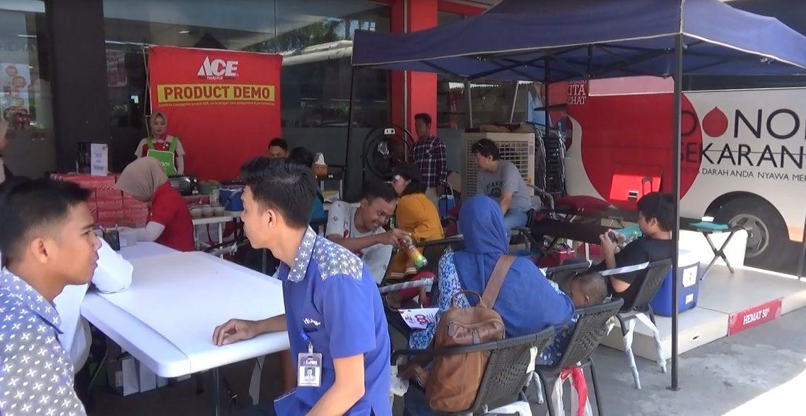 Pelanggan dan karyawan Ace Hardware Banjarmasin Ikut Donor Darah