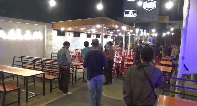Polisi Bubarkan Pengunjung Kafe