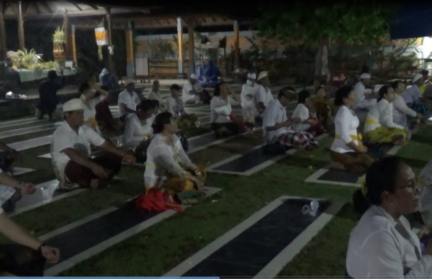 Umat Hindu melaksanakan Upacara Adat Tawur Agung Kesanga
