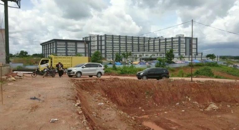 kondisi jalan menuju rumah sakit baru Hadji Boejasin