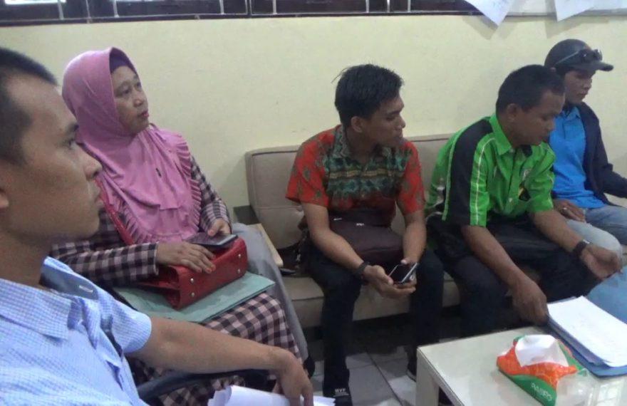 23 orang karyawan PT Wilson Lautan Karet mendatangi kantor Balai Pengawasan Ketenagakerjaan