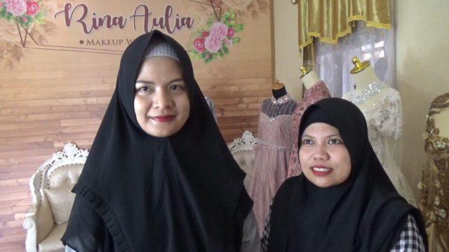 Rina (kiri)