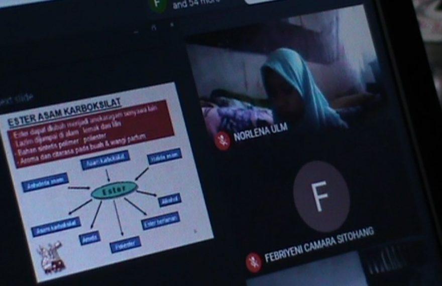 Perkuliahan dilakukan dengan menggunakan metode Vidcon atau Video Conference