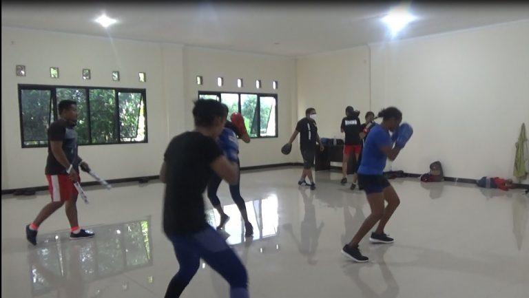 Atlet Tinju Silva Ratu mulai berlatih bersama teman lainnya
