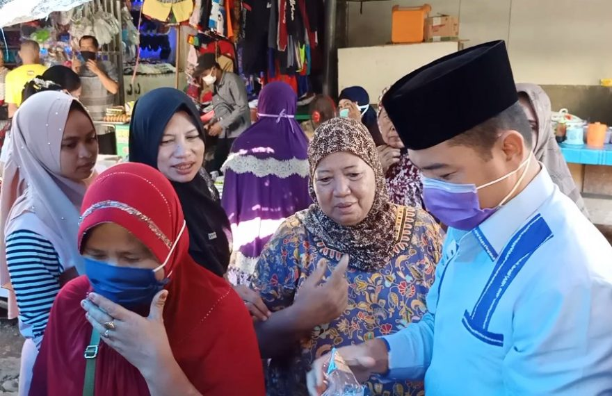 BKPRMI Kota Banjarmasin Bagikan masker di pasar