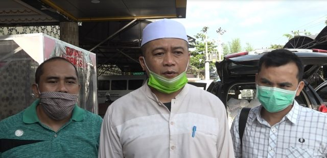 Idzani Muttaqin (tengah) Wakil Rektor III Uniska Banjarmasin