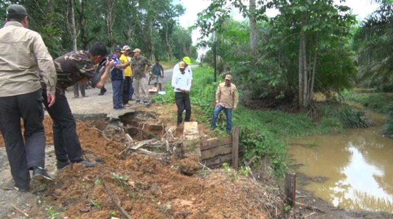 Jalan Penghubung di Desa Banjarsari Kotabaru Putus