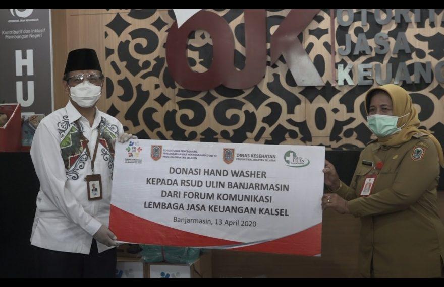 Penyerahan Bantuan ketua FK-LJKD Kalsel Agus Syabarrudin kepada Direktur RSUD Ulin Banjarmasin Ibu Suciati.