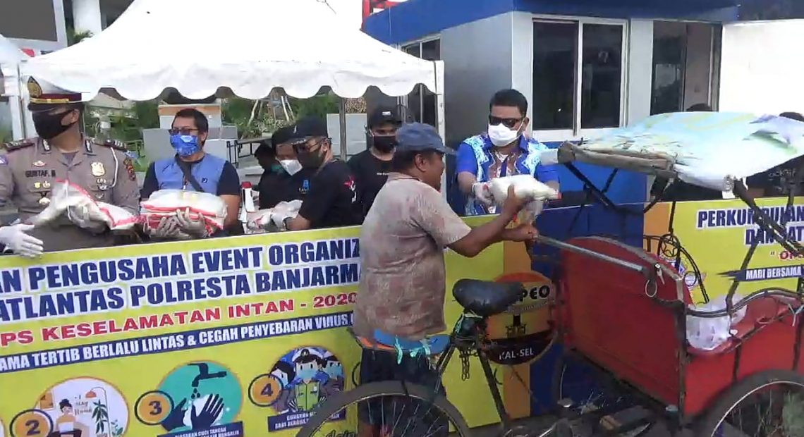 Perpeo Kalsel Bagikan 1000 Masker dan Sembako